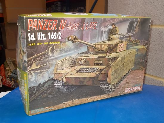 Dragon 1/35 6022 Panzer IV Ausf.J Late Date: 00's