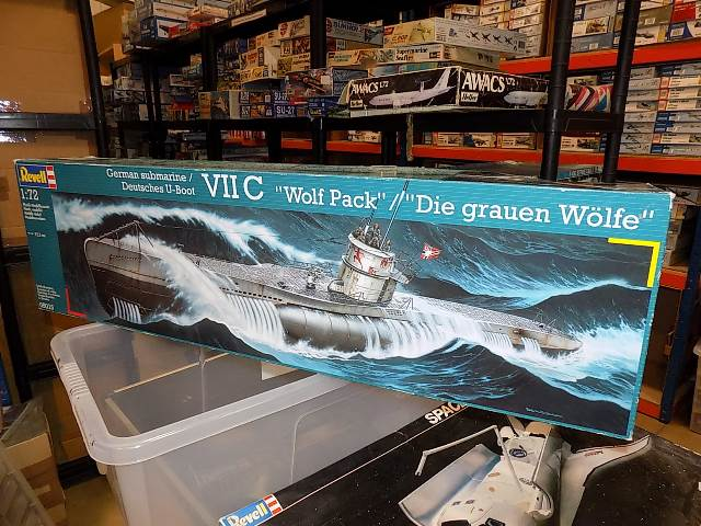 Revell 1/72 5015 VIIC German Submarine Date: 00's
