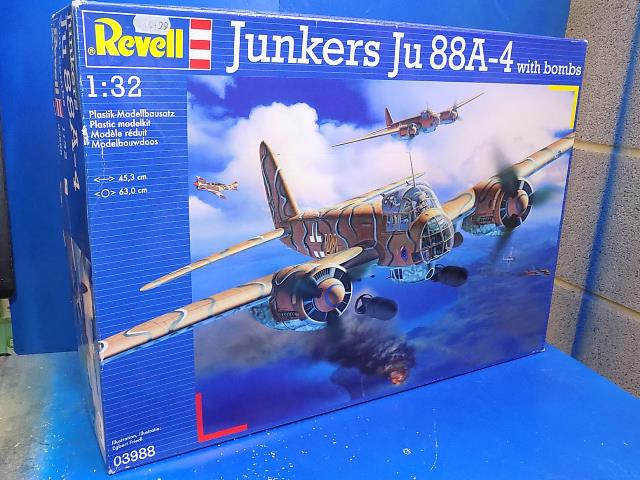 Revell 1/32 03988 Ju88A-4 w/ Bombs Date: 00's