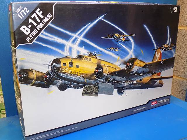 Academy 1/72 2142 B-17F Flying Fortress Date: 00's