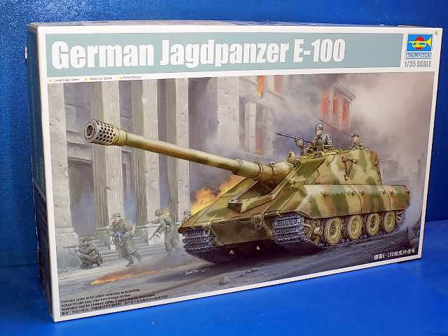 Dragon 1/35 01596 Jagdpanzer E-100 (NO TRACKS) Date: 00's