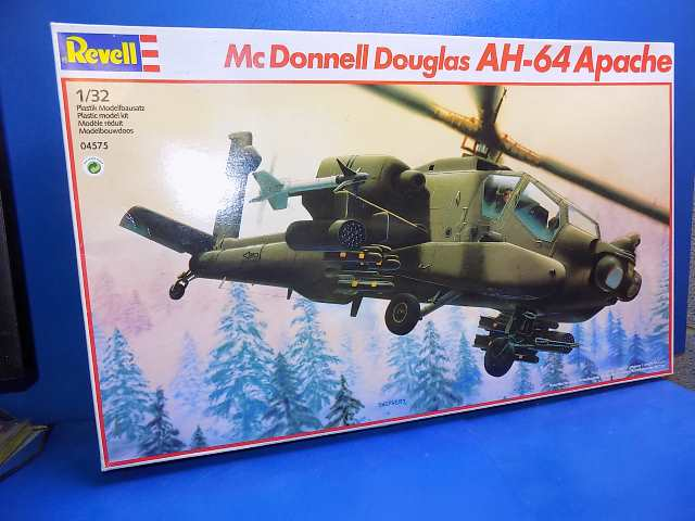 Revell 1/32 04575 AH-64 Apache Date: 00's