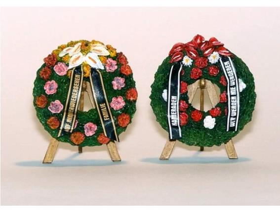 PlusModel 1/35 376 Funeral Wreaths and Easels
