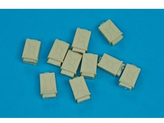 RBM 1/35 35D21 US Army 3 gal OIL tank 10 pcs
