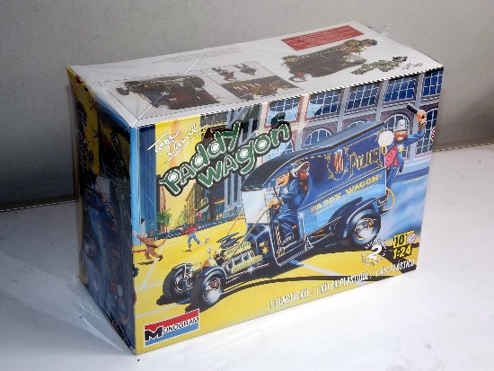 Revell Monogram 1/24 4194 Paddy Wagon w/Figures