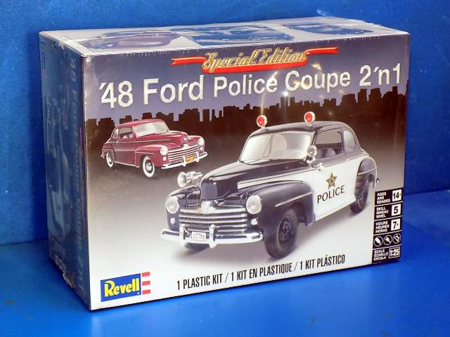 Revell Monogram 1/25 4318 1948 Ford Police Coupe 2 in 1