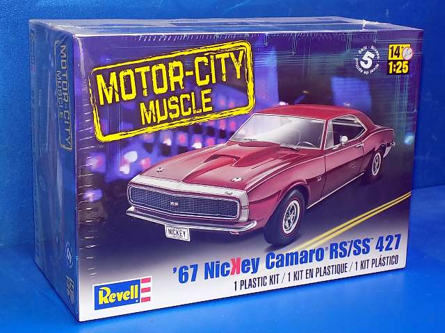 Revell Monogram 1/25 4377 1967 NicKey Camaro RS/SS 427