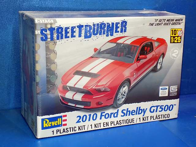 Revell Monogram 1/25 4938 2010 Ford Shelby GT500