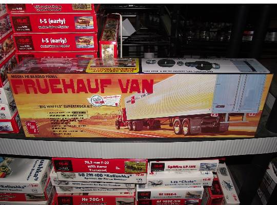 AMT Fruehauf Beaded Van Trailer Scale 1/25 649R