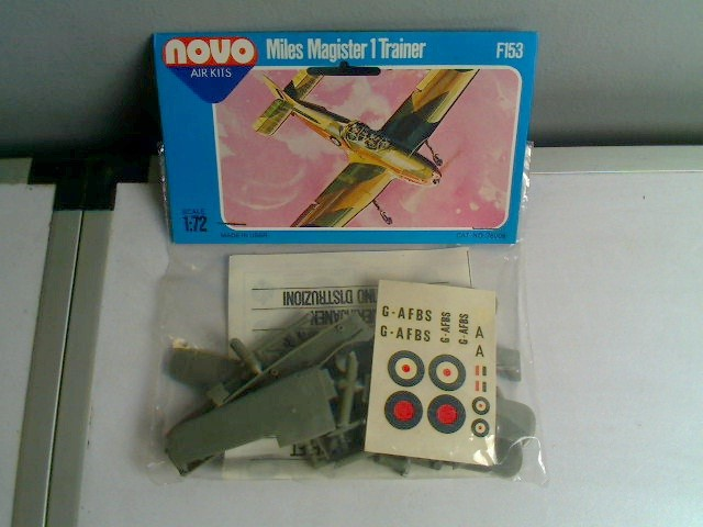 Novo - Miles Magister 1 Trainer (CRACKED DECALS) Scale 1/72 Date: 70's