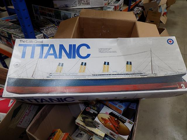 Entex 1/350 8509 Titanic Date: 1980's
