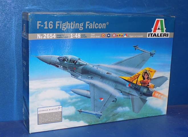 Italeri F-16 Fighting Falcon