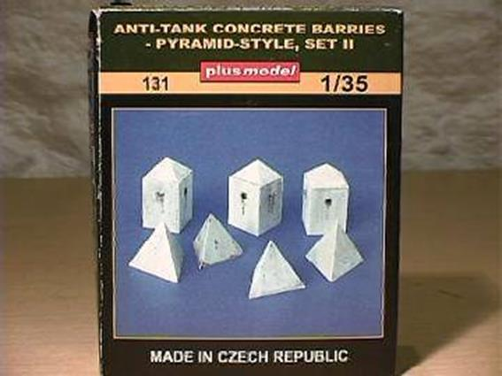 PlusModel 1/35 131 Anti-tank Concrete Barriers - Pyramid-style, Set II