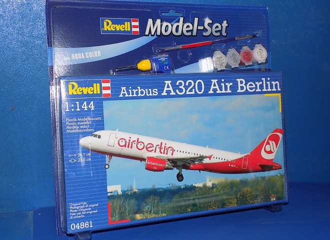 Revell Airbus A320 Air Berlin Gift Set