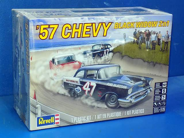 Revell Monogram 1/25 4441 1957 Chevy Black Widow 2 in 1