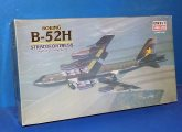Minicraft 1/144 14430 B-52H Stratofortress (No Instructions) Date: 00's