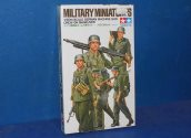 Tamiya 1/35 35184 German Machine Gun Crew on Manouvere Date: 00's