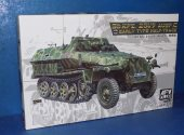 AFV Club 1/35 35251 Sd.Kfz.251/9 Ausf.C Early Date: 00's