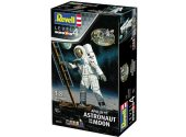 Revell 1/8 3702 Apollo 11 Astronaut on the Moon Gift Set