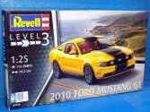 Revell 1/25 7046 2010 Ford Mustang GT